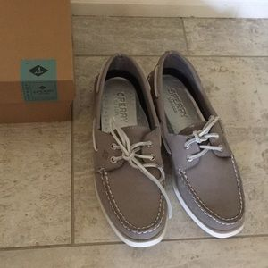 New Pair of Sperry shoes in Eye Gray
